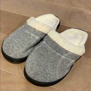 Isotoner slippers size 6.5-7